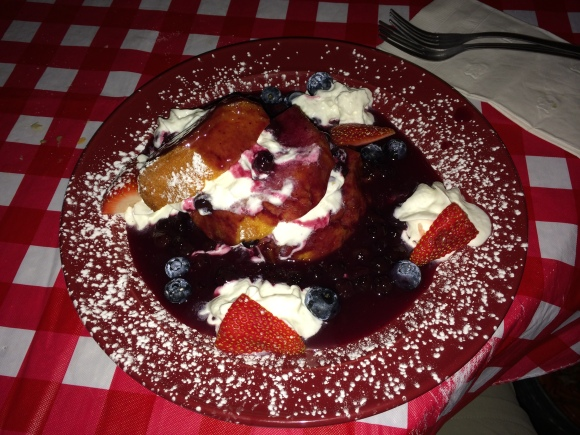 Morangos com Blueberry / Strawberry and blueberry short cake.